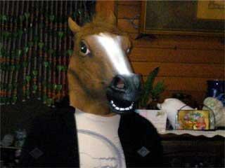 まさかの馬マスク