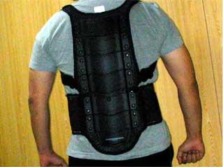 脊髄パッド装備